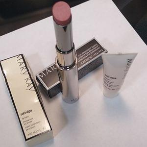 Set of lip balm and lipstick true dimensions.